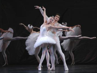 Russian National Ballet performs 天鹅湖 on stage